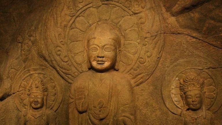 970px-rock_carved_buddha_triad_in_seosan_south_korea-1.jpg
