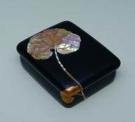 Kamisaka Sekka and Kamisaka Y+½kichi, Tobacco box with design of lotus leaves