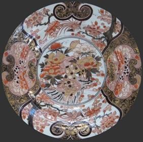 Large plat, porcelaine Imari fabriqué dans la région d'Arita, 1ère moitié du XVIIIème, 54 cm, The Holburne museum, Angleterre.